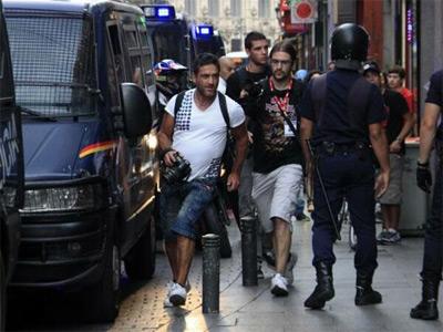 l fotógrado Raúl Capin durante una de las movilizaciones, cámara en mano.