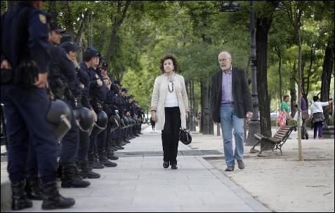 Un amplio dispositivo policial custodiaba las inmediaciones de la sede de la Comisión Europea en Madrid, donde terminó la manifestación contra la troika.