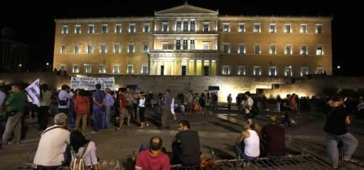 Manifestación contra la austeridad ante el Parlamento heleno en Atenas, 17 de julio de 2013. REUTERS/Yannis Behrakis