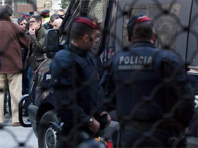 os mossos vigilan una concentración en Barcelona/PÚBLICO/ARNAU BACH