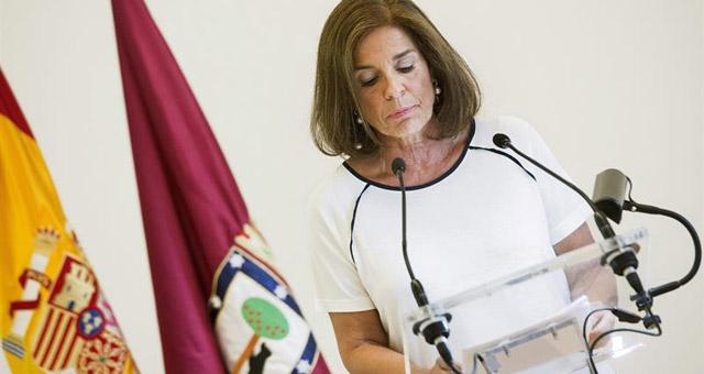 La alcaldesa de Madrid, Ana Botella, durante su anuncio de renuncia a presentarse a las elecciones de 2015. EFE