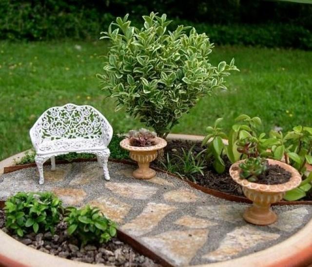 Imagen De Jardin con Pequeño Camino de Piedra