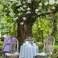 Imagenes Con Espacios De Lectura y Descanso En Medio De Un Bello Jardin
