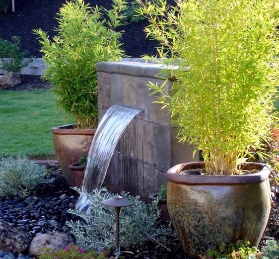 Imagenes de jardines peque os con fuentes de agua for Jardines en espacios pequenos fotos