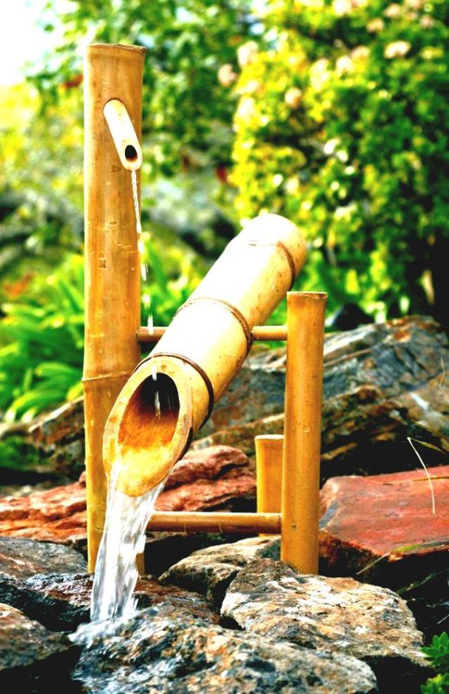 Foto fuente de agua con bambu para el jardin