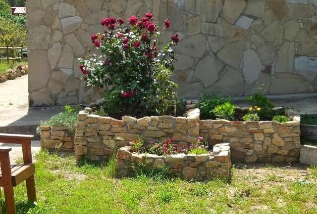 Imagenes de diseños de jardineras con piedras