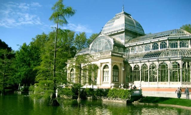 Parque del retiro Madrid Palacio de Cristal en España