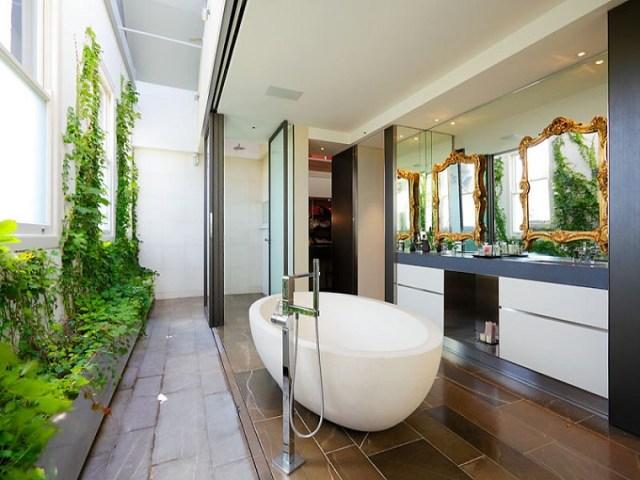 Foto de baños con jardines