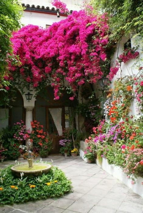 Imagenes de casas con jardines llenos de flores para fondo de pantalla de celular