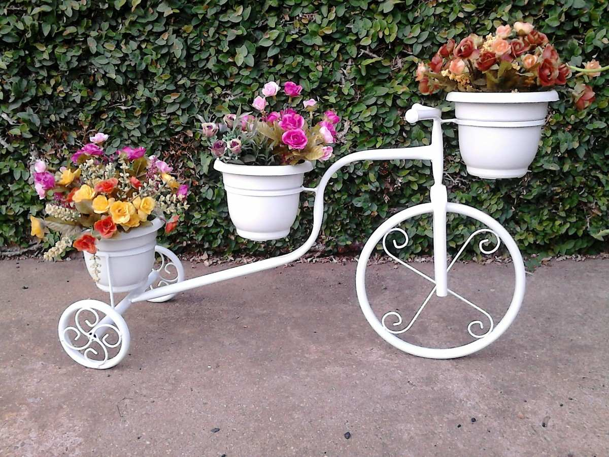 Imagenes con ideas de reciclaje con bicicletas para el jard n for Figuras para el jardin