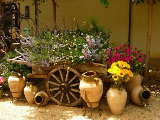 Imagenes con ideas para decorar el jardin con adornos baratos