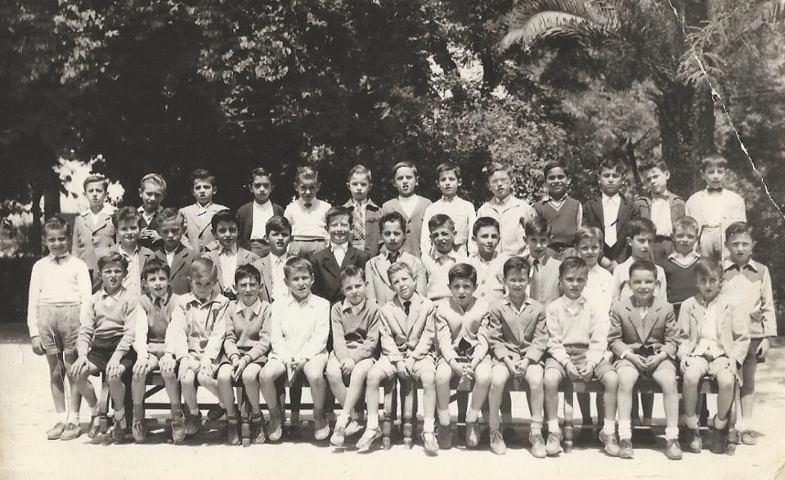 Alumnos del colegio marista en el paseo de Rojas 1960