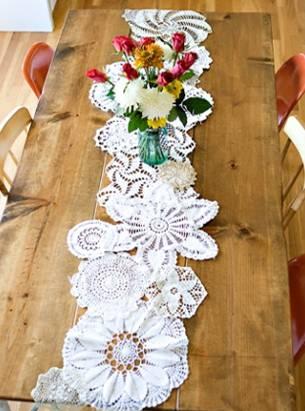 caminho de mesa de croche flores na mesa