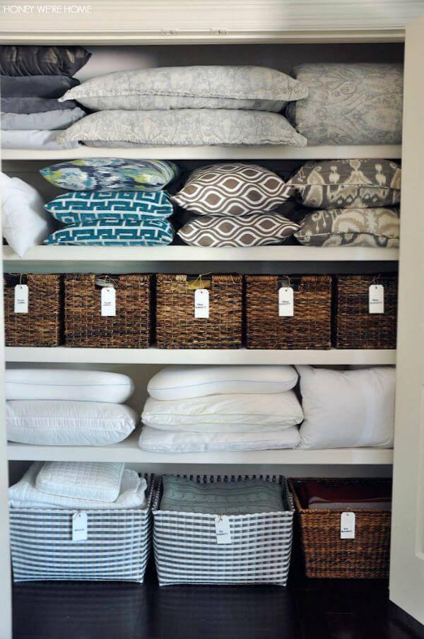 caixa organizadora roupas de cama com etiquetas