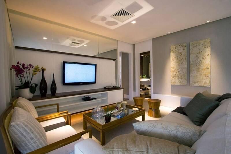 sala planejada com espelhos projeto de Daniella e Priscilla de Barros