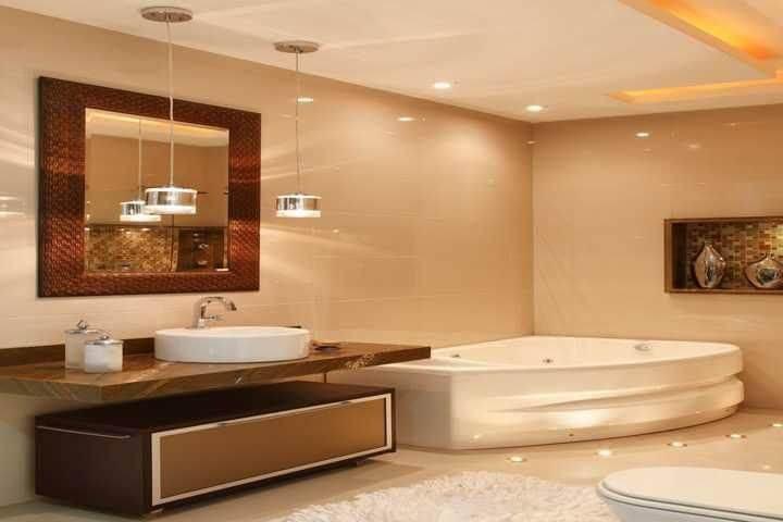 Banheiro de luxo com banheira com hidromassagem Projeto de Madeira Madeira