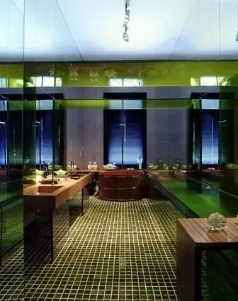 Banheiro de luxo com ofurô Projeto de Brunete Fraccaroli