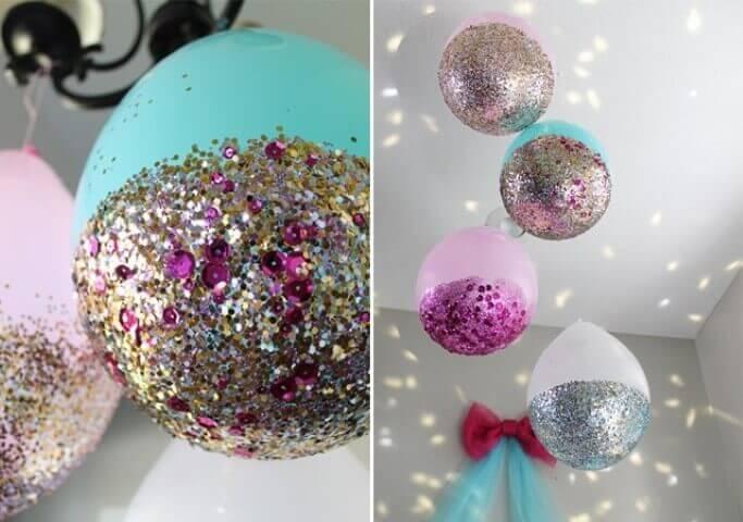 Decoração de aniversário simples com balões com glitter