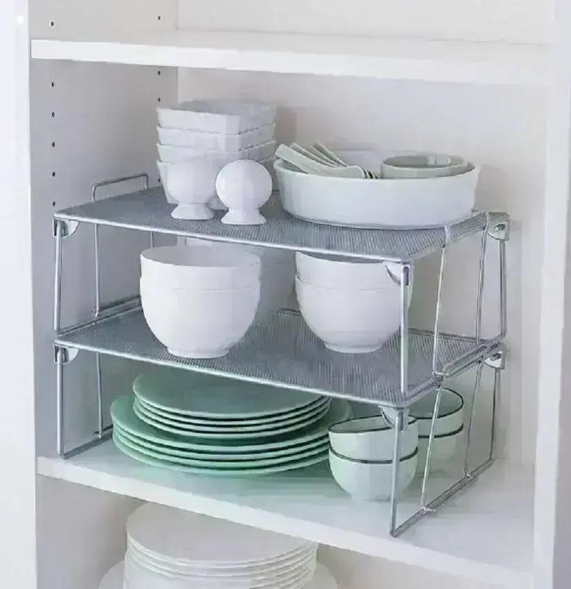 como organizar armário de cozinha com aramado