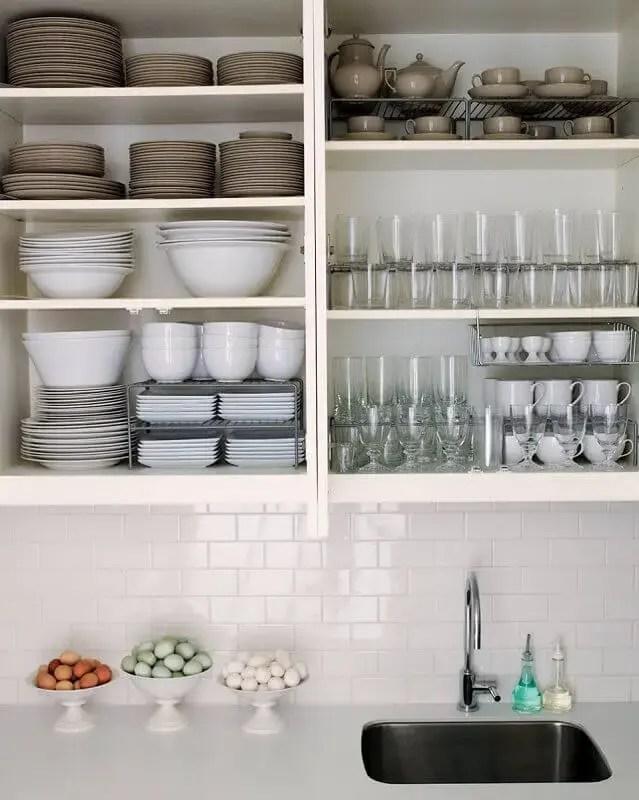 como organizar armário de cozinha
