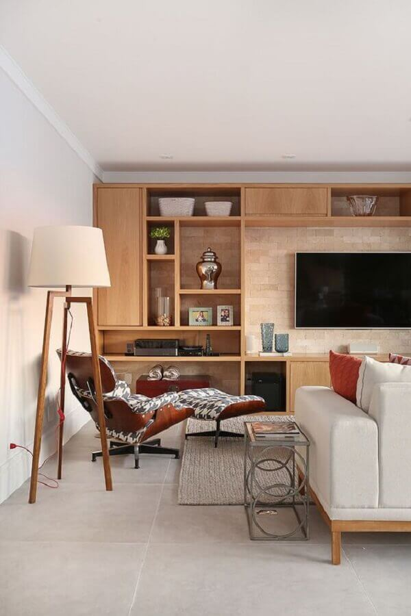 decoration for large and modern living room with wooden bookcase Photo Casa de Valentina