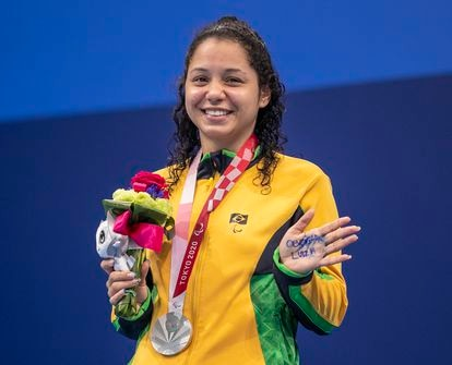 Cecilia Araujo foi prata nos 100m livre.