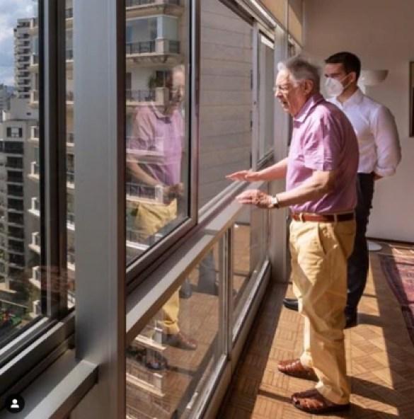 Eduardo Leite com o ex-presidente Fernando Henrique Cardoso, em uma imagem publicada na rede social do governador, em celebração dos 90 anos de FHC.
