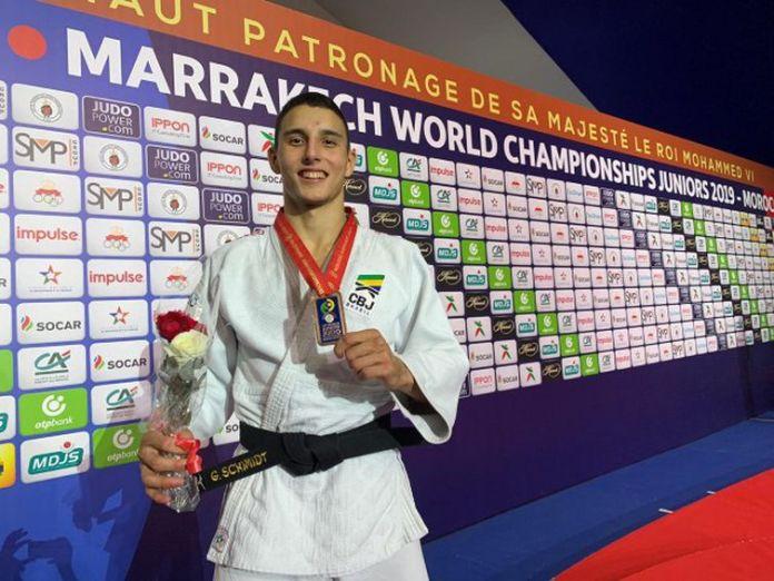 Guilherme Schmidt, medalha de prata no Grand Slam de judo em Dusseldorf