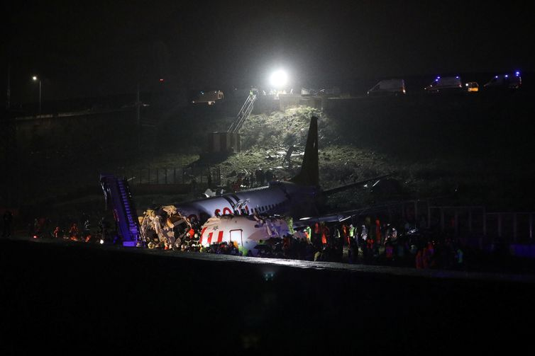Firefighters and rescue teams are seen next to the wreckage of a plane after it crashed at Sabiha Gokcen airport in Istanbul, Turkey, February 5, 2020. REUTERS/Stringer