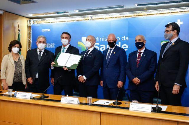 (Brasília - DF, 01/06/2021) Assinatura do Contrato de Transferência de Tecnologia da Vacina para Covid-19 desenvolvida por Oxford, comercializada pela AstraZeneca e produzida no Brasil pela Fiocruz. Fotos: Alan Santos/PR