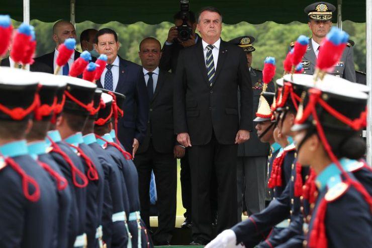 """Cerimônia de entrega de Espada e Declaração de Aspirantes da Turma """"150 anos da Campanha da Tríplice Aliança"""""""