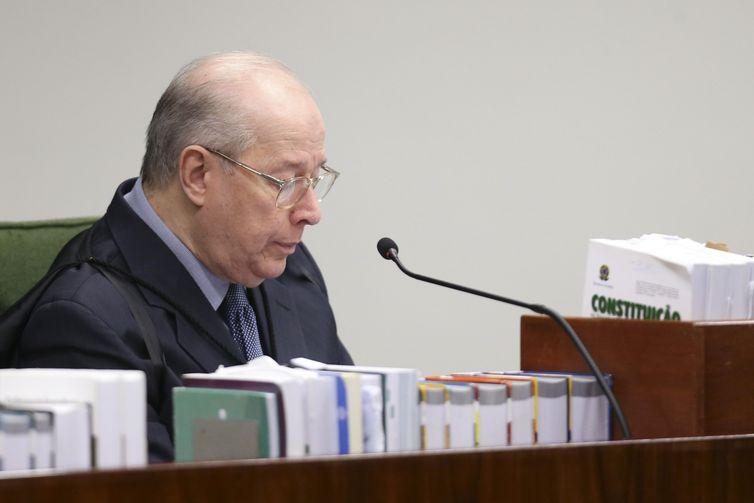 Ministro do STF Celso de Mello durante sessão plenária da Segunda Turma para julgamento de recurso que questiona a liberdade concedida a José Dirceu, e inquérito contra o senador Aécio Neves, entre outros processos.
