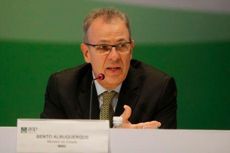 O ministro de Minas e Energia, Bento Albuquerque, fala à imprensa após 16ª Rodada de Licitações em regime de concessão para exploração de petróleo e gás natural em cinco bacias da costa do Brasil.