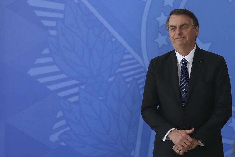 O presidente Jair Bolsonaro, participa da cerimônia  de assinatura dos contratos de concessão da 5ª Rodada de Leilões de Aeroportos da Infraero.