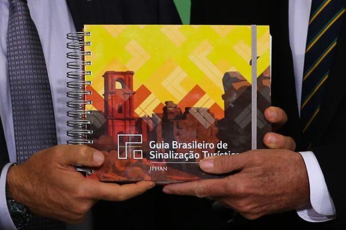 Guia Brasileiro de Sinalização Turística.