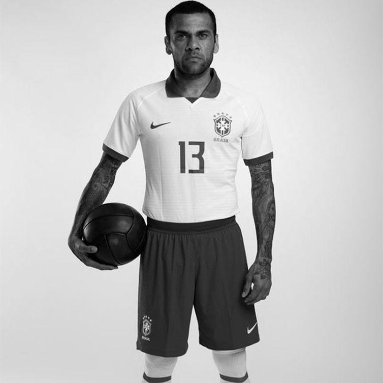camisa branca selecao - ABERTURA DA COPA AMÉRICA: seleção vai usar camisa branca no jogo de abertura da Copa América
