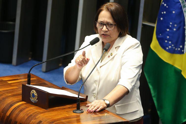 Brasília - Senadora Fátima Bezerra durante sessão do impeachment no Senado, conduzida pelo presidente do STF, Ricardo Lewandowski  (Antonio Cruz/Agência Brasil)