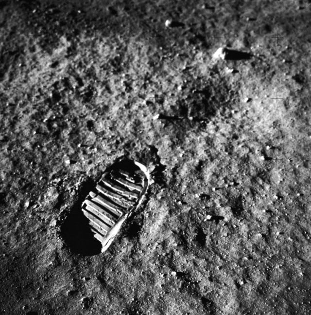 APOLLO 11 ONBOARD PHOTO: GOOD VIEW OF ASTRONAUT FOOTPRINT IN LUNAR SOIL.