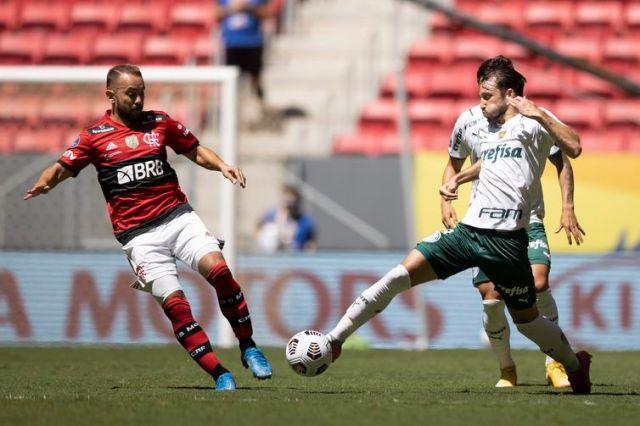 Flamengo e Palmeiras ficaram no empate em 2 a 2 no tempo normal de jogo.