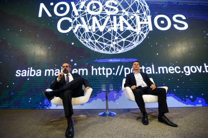 O ministro da Educação, Abraham Weintraub, e o secretário de Educação Profissional e Tecnológica, Ariosto Culau, durante lançamento do Programa Novos Caminhos.