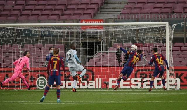 La Liga Santander - FC Barcelona v Valencia - Messi marca gol de cabeça, de peixinho, e iguala recorde de Pelé - 634 gols