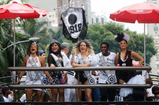 Cordão da Bola Preta faz seu 102º pelas ruas do centro do Rio