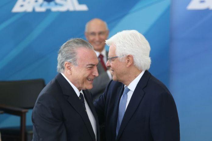 Brasília - Presidente Michel Temer dá posse ao ministro da Secretaria-Geral da Presidência da República, Wellington Moreira Franco, em cerimônia no Palácio do Planalto (Antonio Cruz/Agência Brasil)