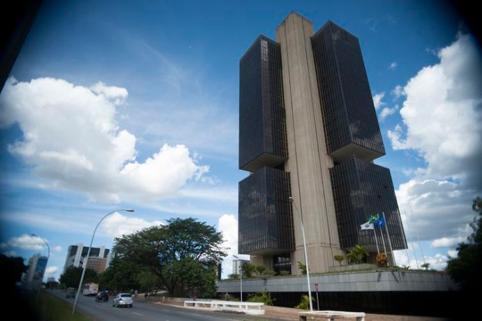 Alta da Selic mantém poupança menos atraente que fundos de investimento