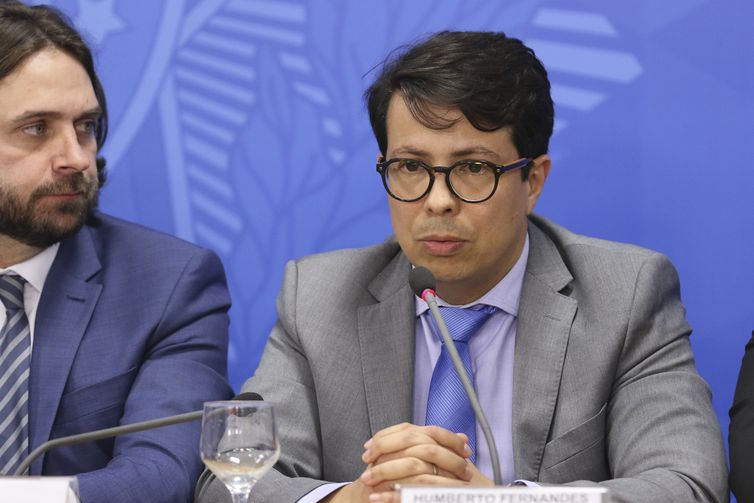 Subchefe para Assuntos Jurídicos da Casa Civil, Humberto Fernandes de Moura, durante entrevista coletiva após cerimônia alusiva aos 200 dias de governo.