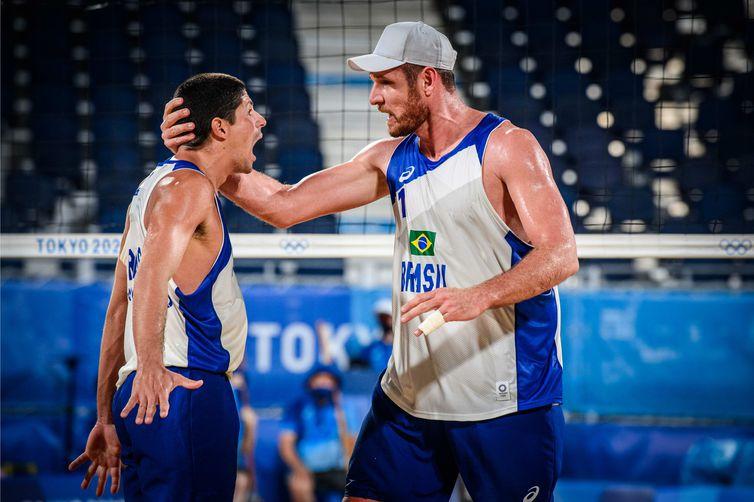 Alison e Álvaro Filho avançam às quartas de final - Tóquio 2020 - Olimpíada - vôlei de praia