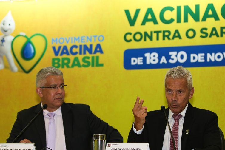 O secretário de Vigilância em Saúde, Wanderson de Oliveira e o ministro interino da Saúde, João Gabbardo, participam de lançamento da segunda etapa da Campanha Nacional de Vacinação contra o sarampo