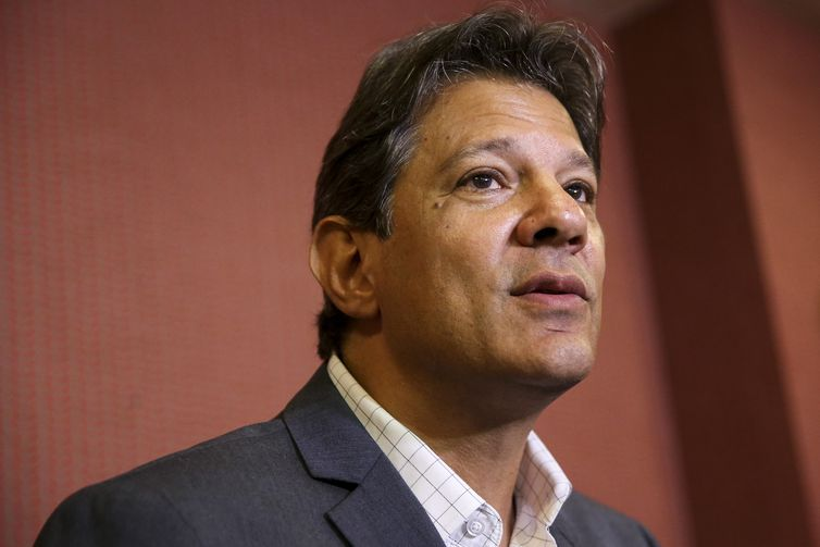 O candidato do PT à Presidência da República, Fernando Haddad, durante entrevista coletiva após encontro com dirigentes da Conferência Nacional dos Bispos do Brasil (CNBB), em Brasília.