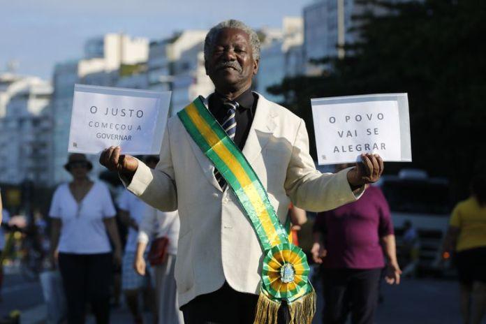 Ato em apoio ao governo de Jair Bolsonaro ocorrem neste domingo (26) na orla da praia de Copacabana