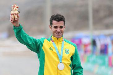 Henrique Avancini conquista a medalha de prata na disputa de mountain bike masculino